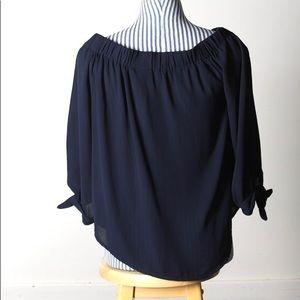 🌷3 for $25🌷Navy off shoulder blouse-size L NWT
